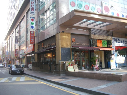 Outside view of Cafe Classico